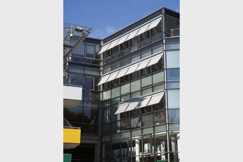 MHZ Profilrohr-Fassadenmarkise Vertica_2