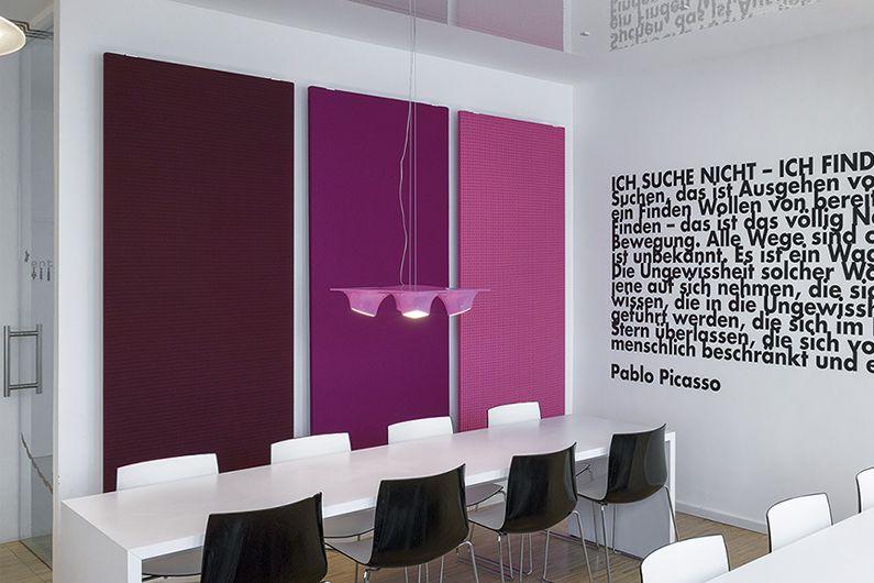 Rossoacoustic TP30 Knit mit Wandhalter, Foto Unternehmenskantine